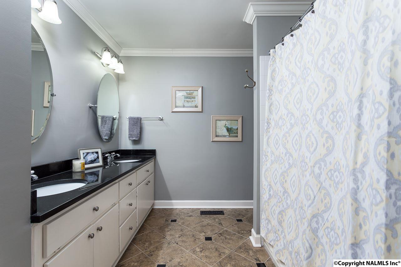 Master bath of 1715 Ballard Drive, Huntsville, Alabama 35801